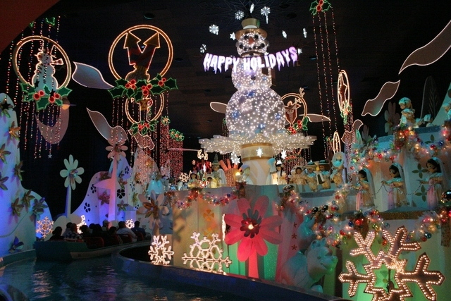 it's a small world holiday 4